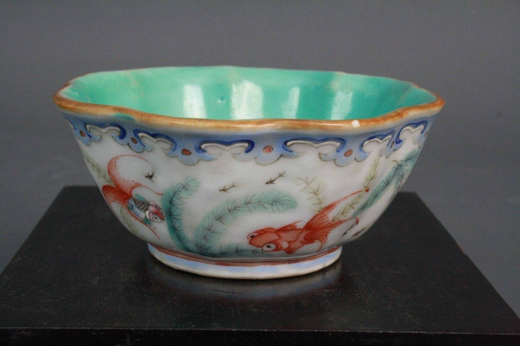 154: Famille Rose Bowl with Floriated Rim