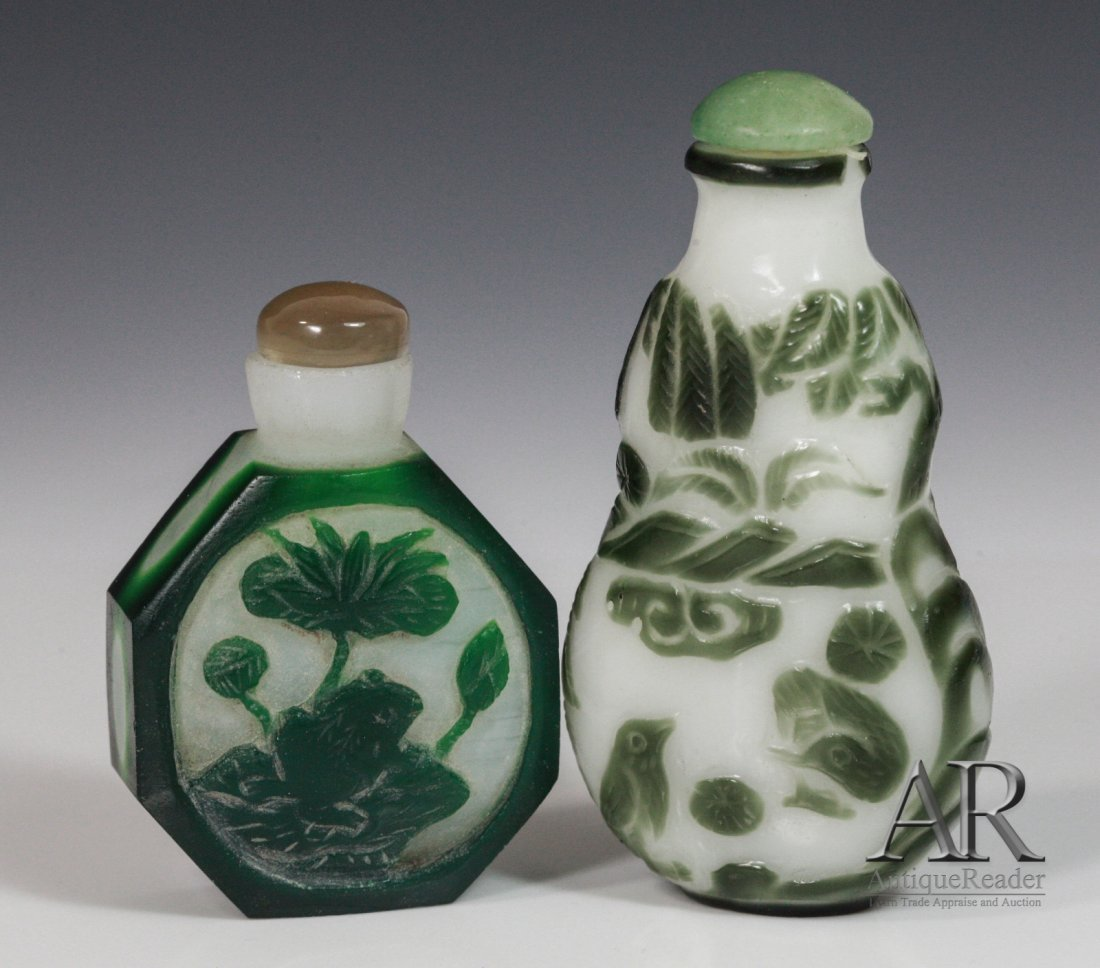 19: Two Chinese Glass Snuff Bottles