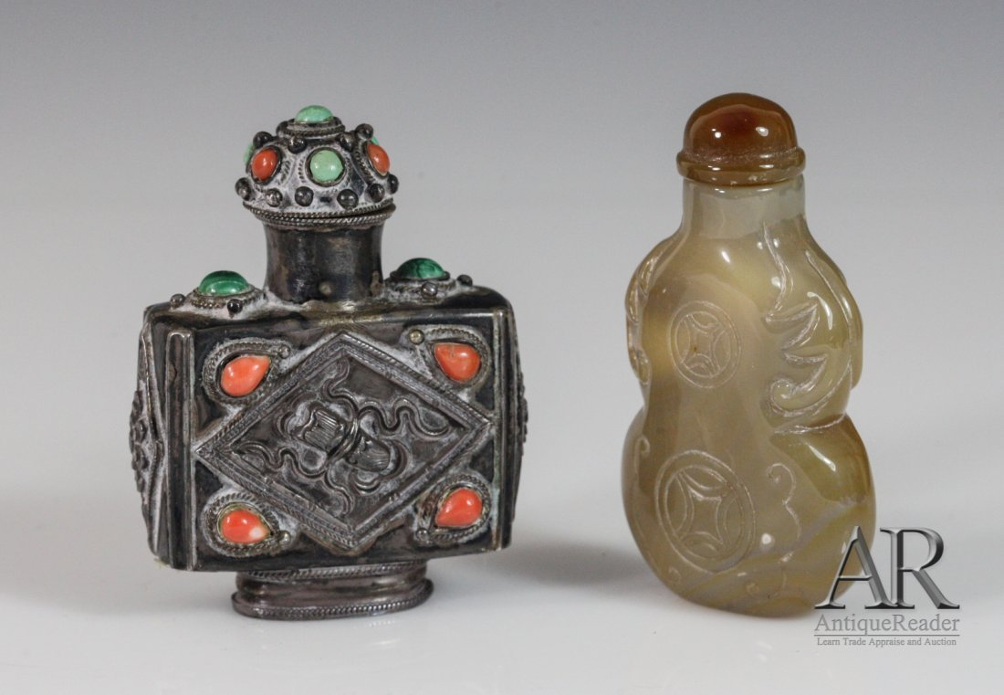 20: Two Chinese Snuff Bottles