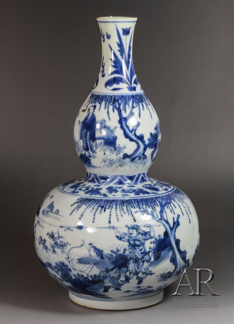 124: 17th C. Chinese Blue & White Double Gourd Vase