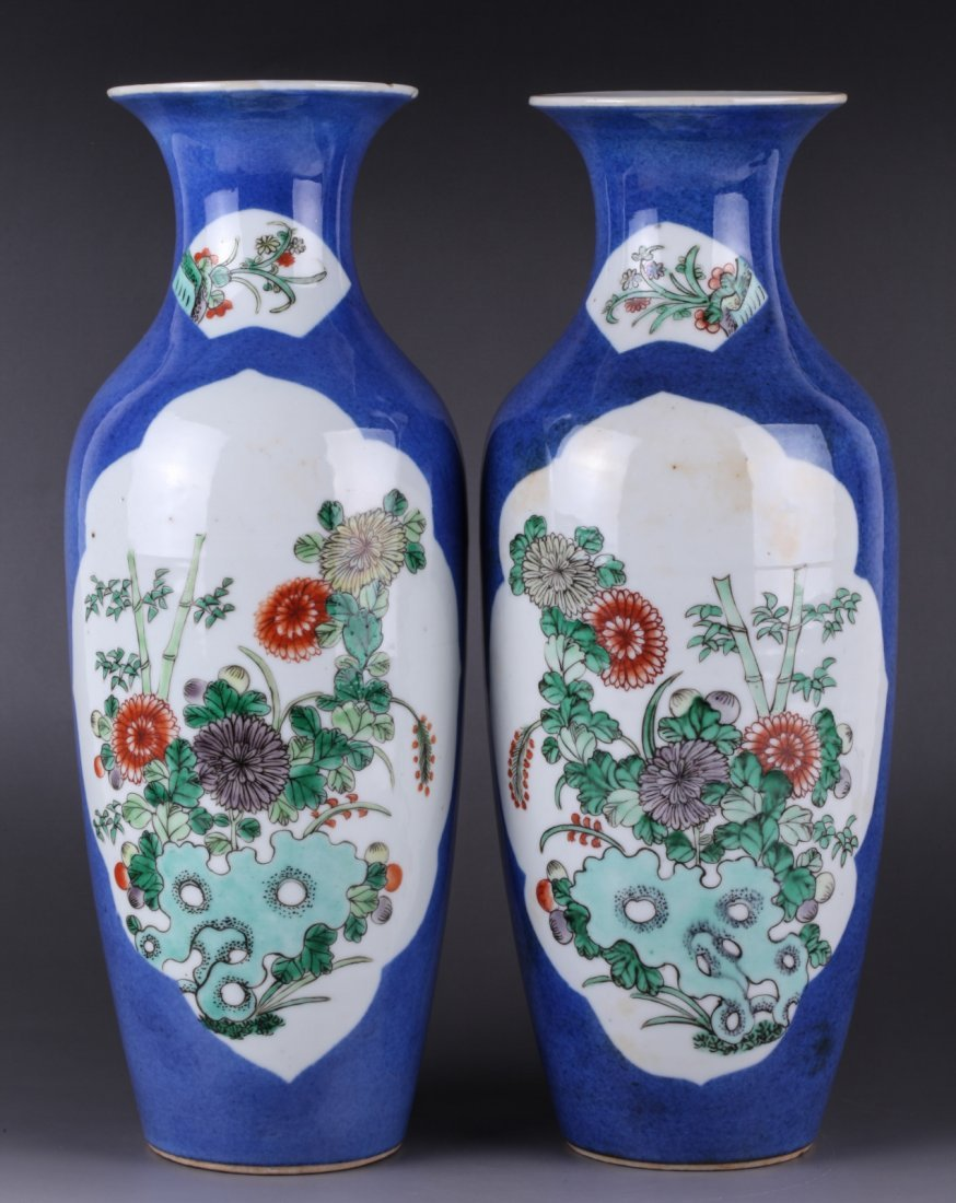 19th Century Pair of Chinese Famille Rose Vase