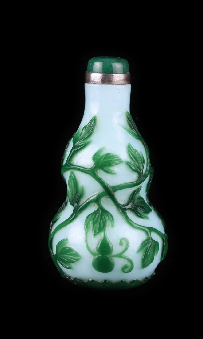 Qing Green Overlay White Double Gourd Snuff Bottle