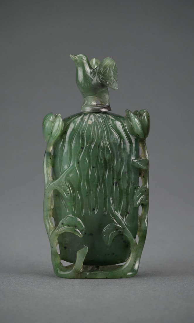 A Spinach nephrite Bottle