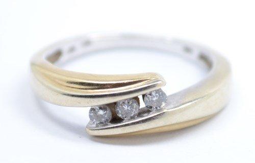 BEAUTIFUL DIAMOND RING. SIZE 7, 14 K, 2.5 TDW, 2.4 DWT