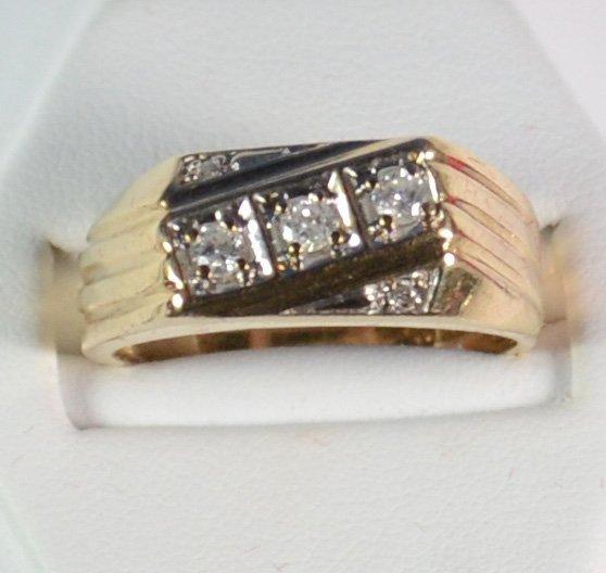 VINTAGE GENTS 10K YELLOW GOLD &  DIAMOND RING. CLASSIC