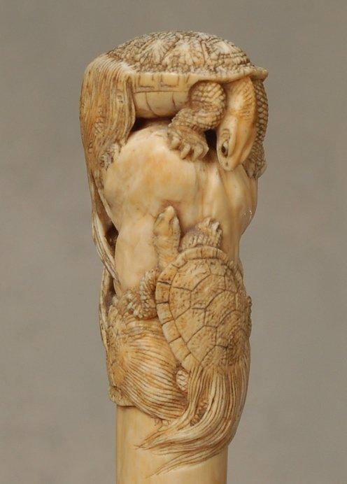 20: A great Japanese ivory cane of tortoises (minogame) - 2