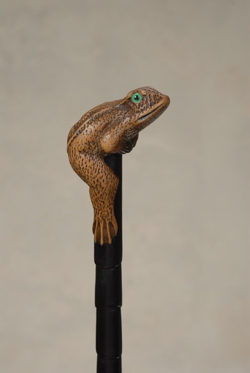 47: A very good carved wood frog cane