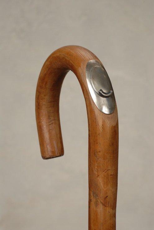 83: A large crook horse measure cane