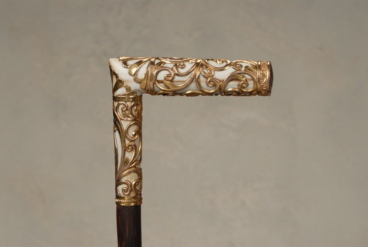 94: A very nice ivory and gold decorative cane