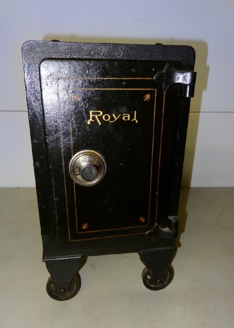 Small Royal Safe