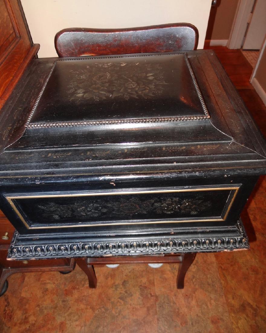 Regina Single Comb Model 25153 Music Box - 2