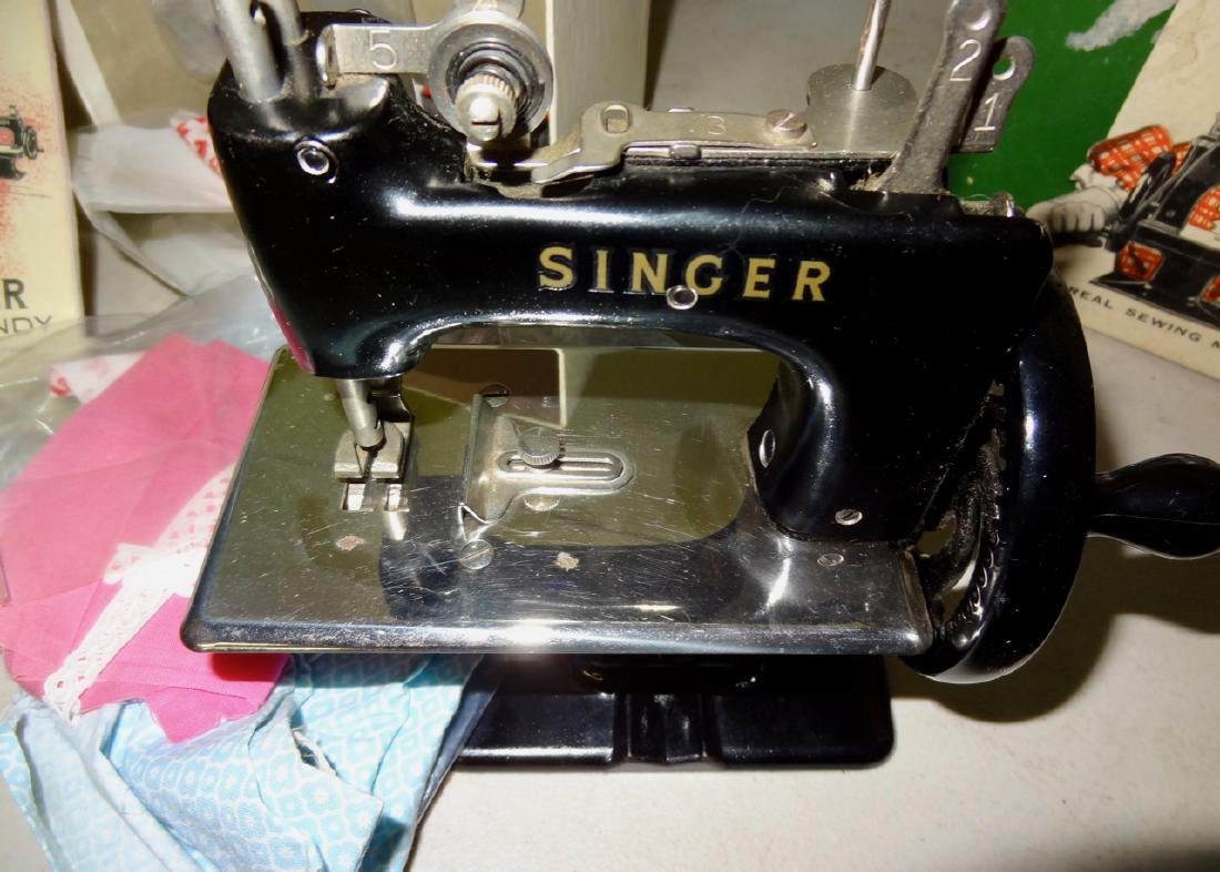 Singer Sewing Machine in Box - 3