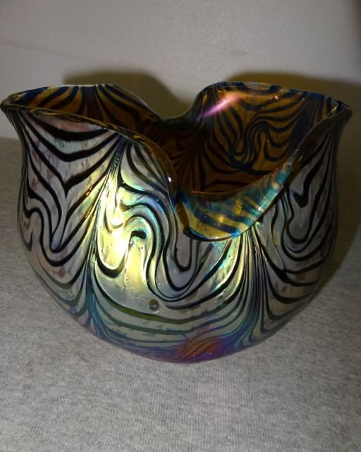 14: Art Glass Bowl