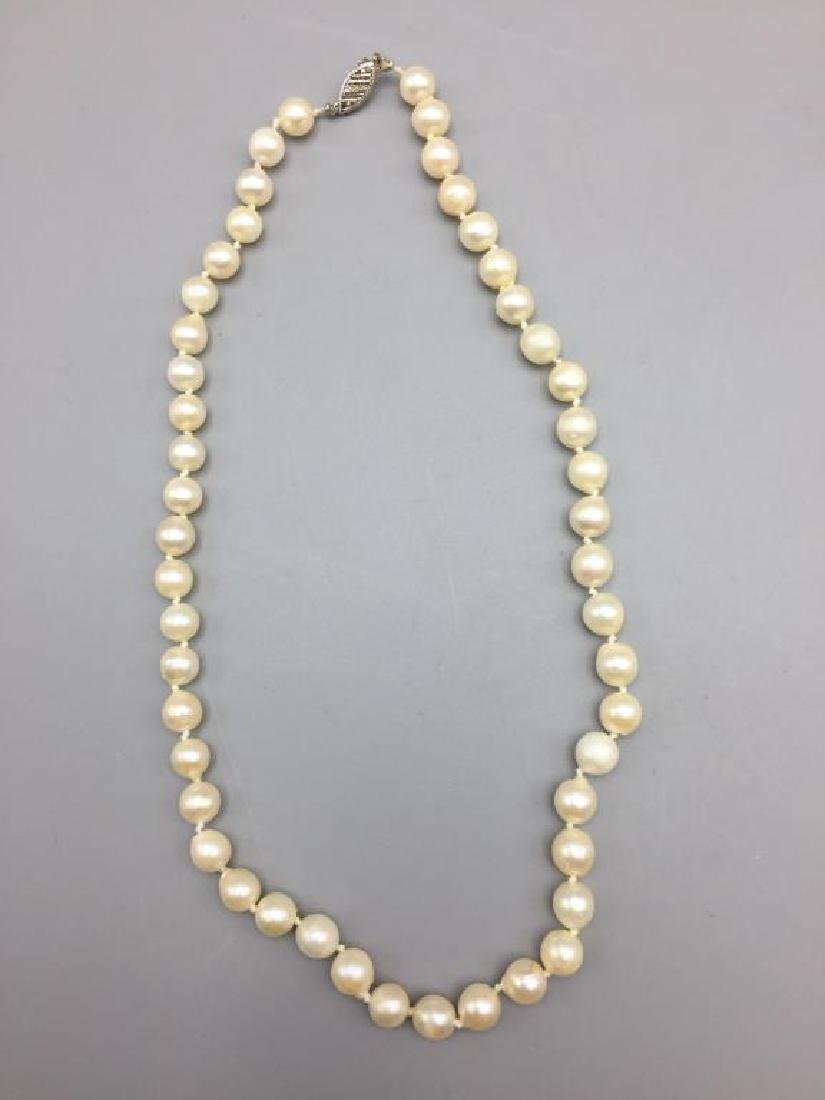 Cultured pearl necklace with 10 K clasp