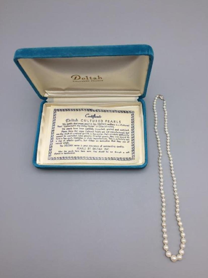 Deltah cultured pearls with 14 K clasp necklace
