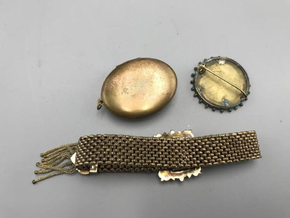Three pieces of Victorian jewelry - 4