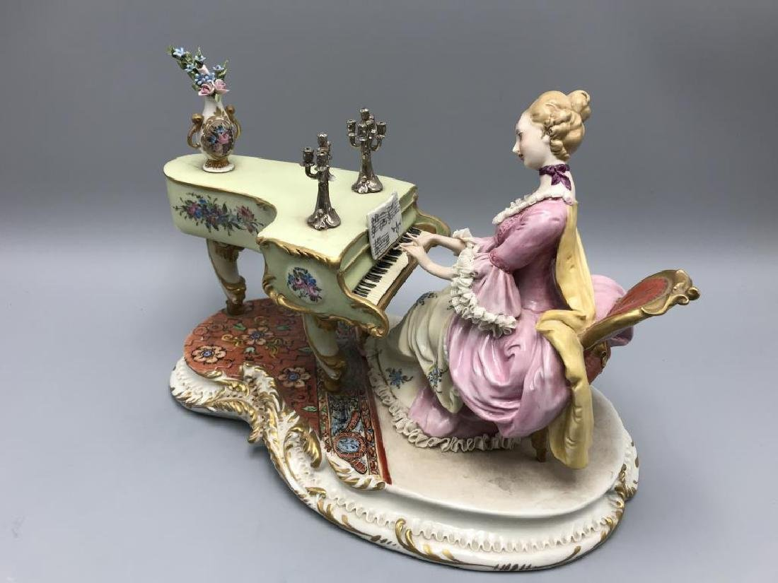 Capodimonte figurine, woman playing piano - 2