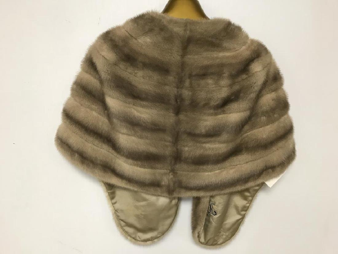 Lot of two light mink stole - 4