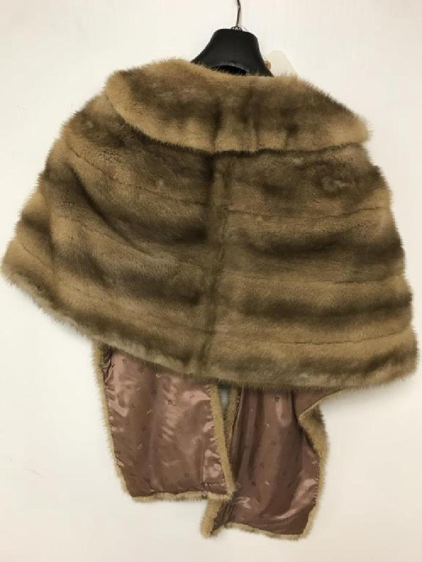 Lot of two light mink stole - 7