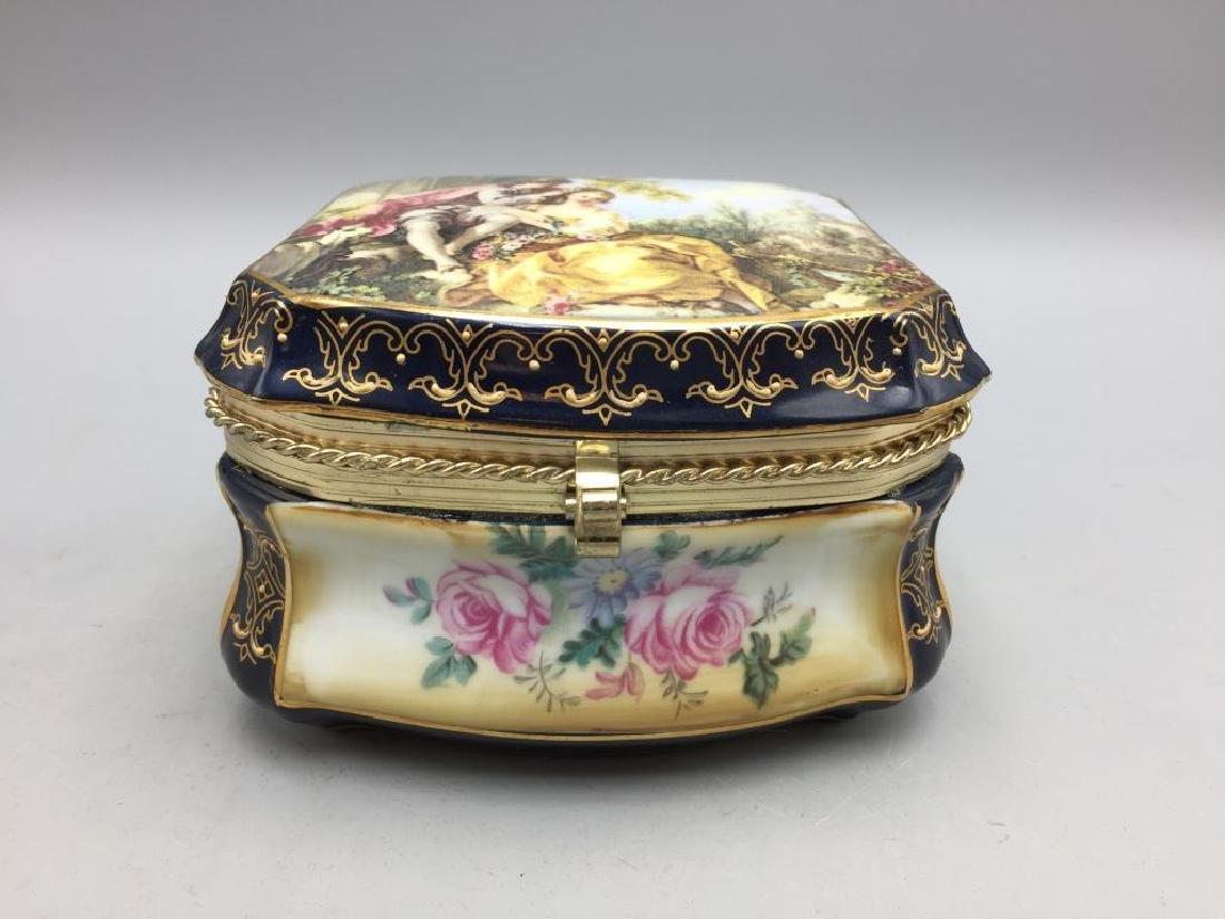 Lot of two modern limoge porcelain dresser boxes - 2