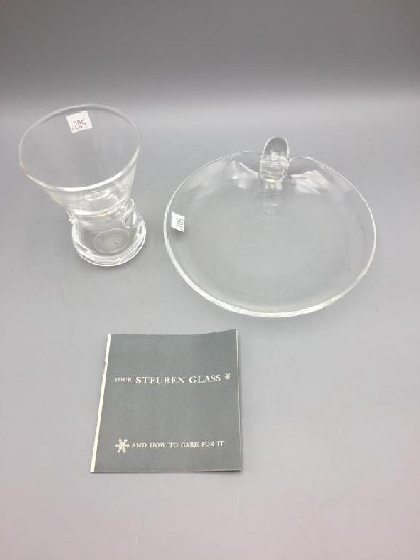 A lot of 2 Steuben colorless glass items