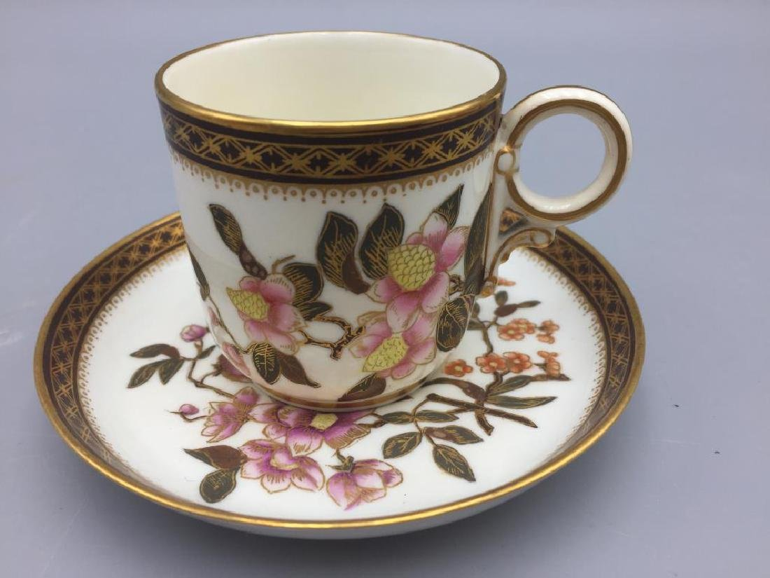 Porcelain teapot with 6 cups and saucers - 6