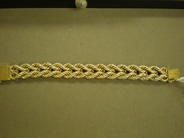 101: Gold bracelet. 14K yg (marked) with double rope tw