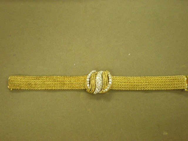 107: Gold and diamond bracelet. 14K yg (marked), mesh w