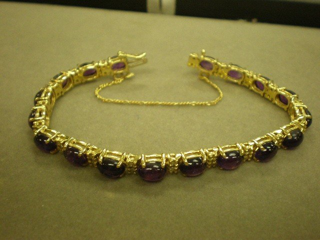 114: Amethyst and diamond tennis bracelet. 14K yg (test