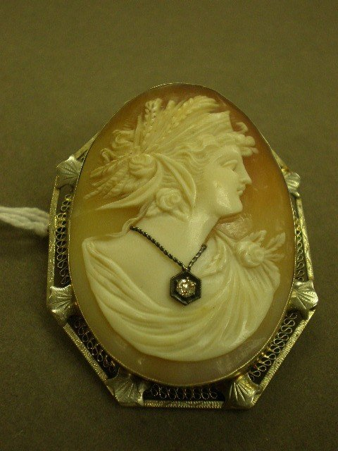 115: Cameo brooch/pendant. 14K wg (marked) filigree fra