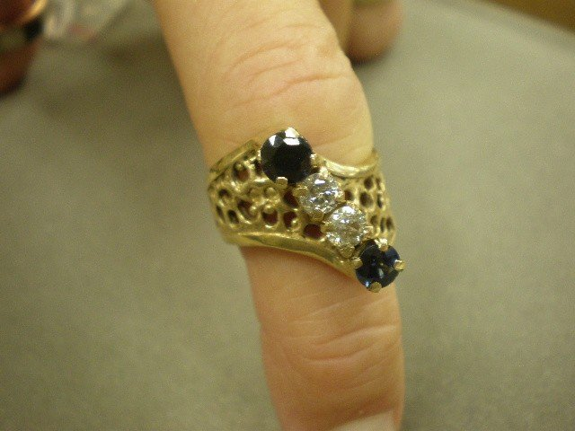 116: Diamond and sapphire ring. 14K yg (marked) with op