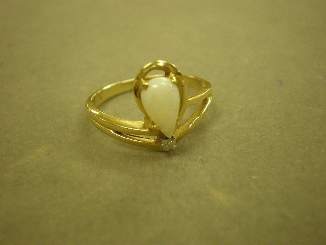 122: Opal and diamond ring. 14K yg (tested, unclear mar