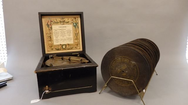 Symphonion Music Box with 23 Discs