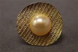 18 k Ladies Ring