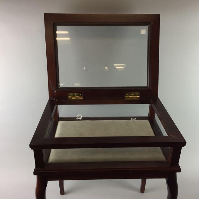 Showcase Table - 2