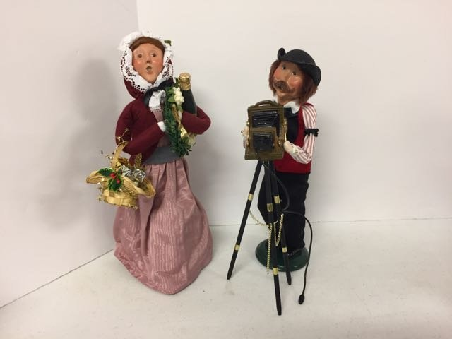Byer's Choice 2 Carolers