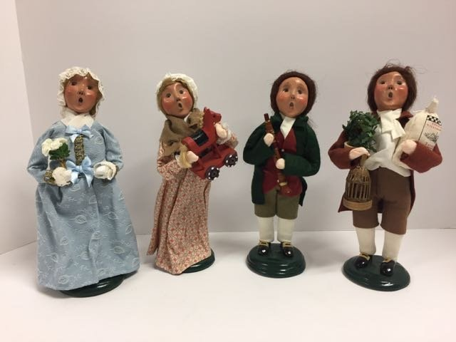 Byer's Choice 4 Williamsburg  Carolers