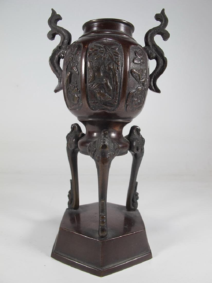 Antique Chinese bronze urn