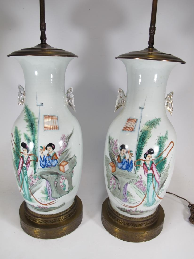 Vintage pair of Chinese porcelain lamps - 2