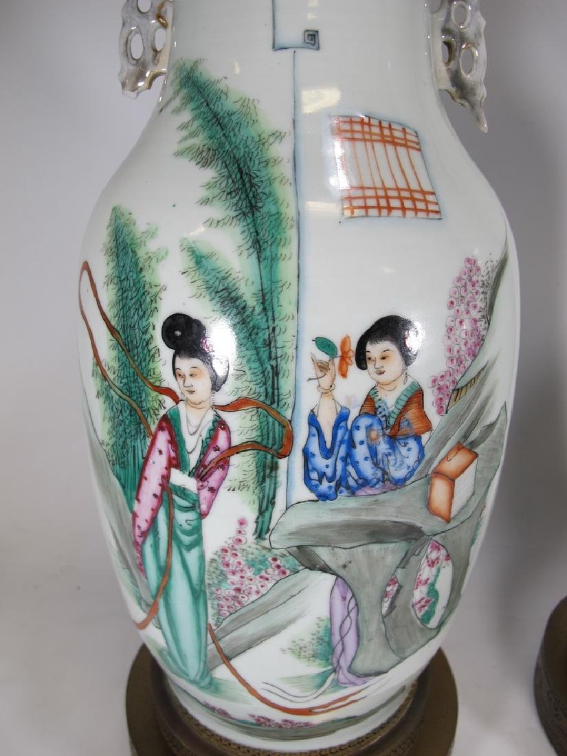 Vintage pair of Chinese porcelain lamps - 3