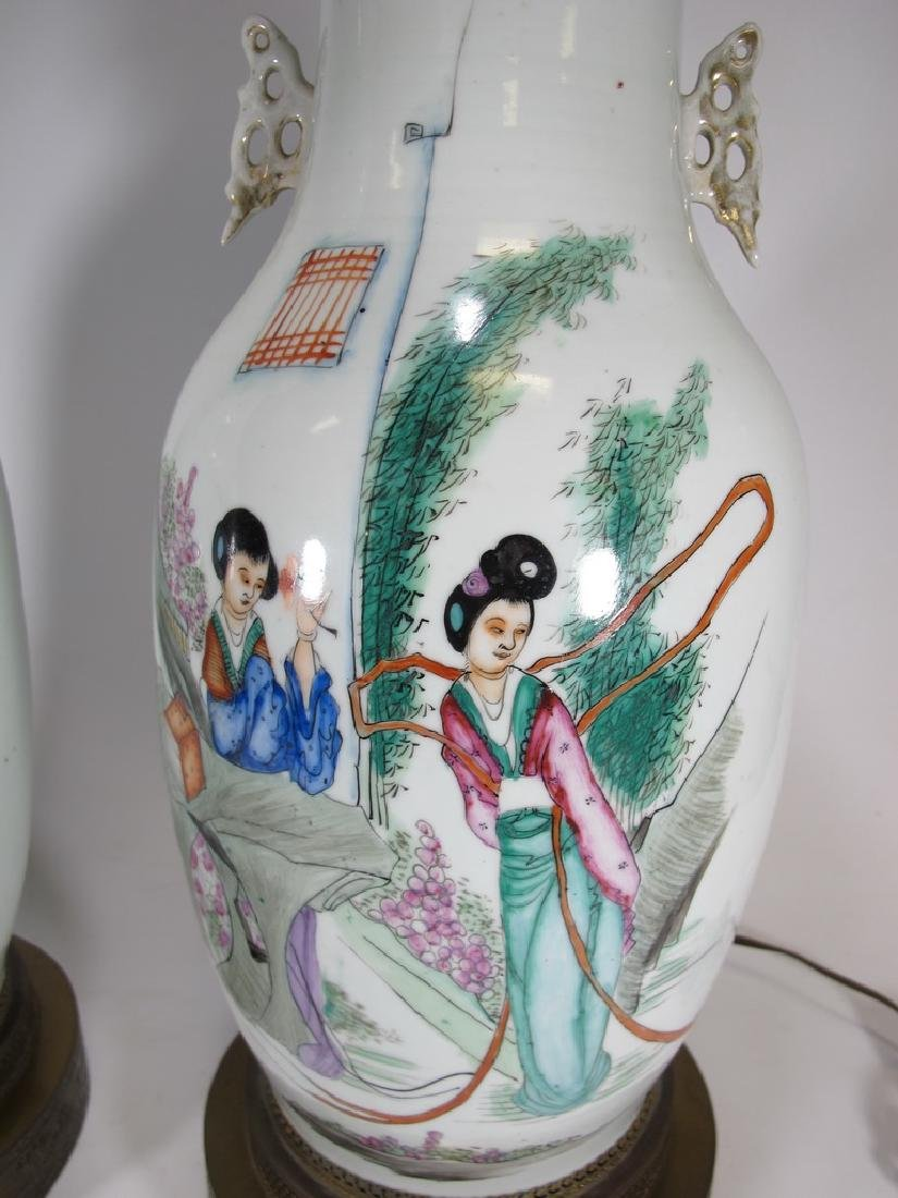 Vintage pair of Chinese porcelain lamps - 4