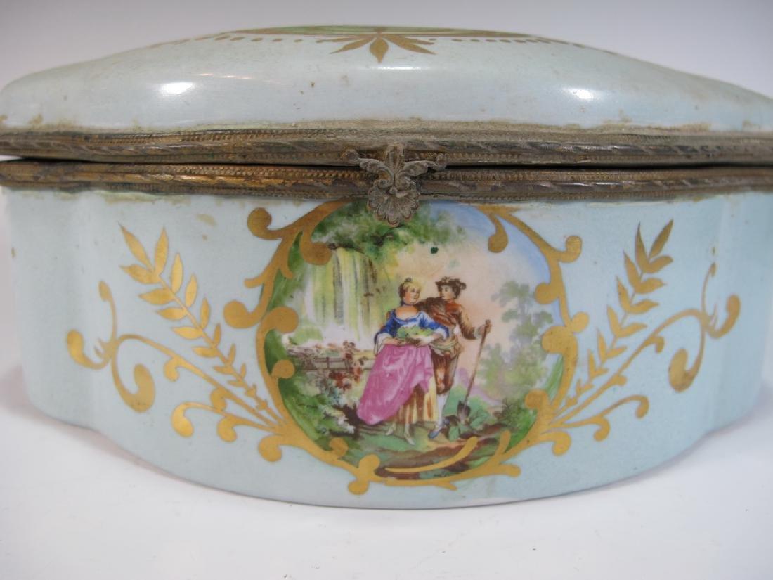 Antique Limoges porcelain box - 3