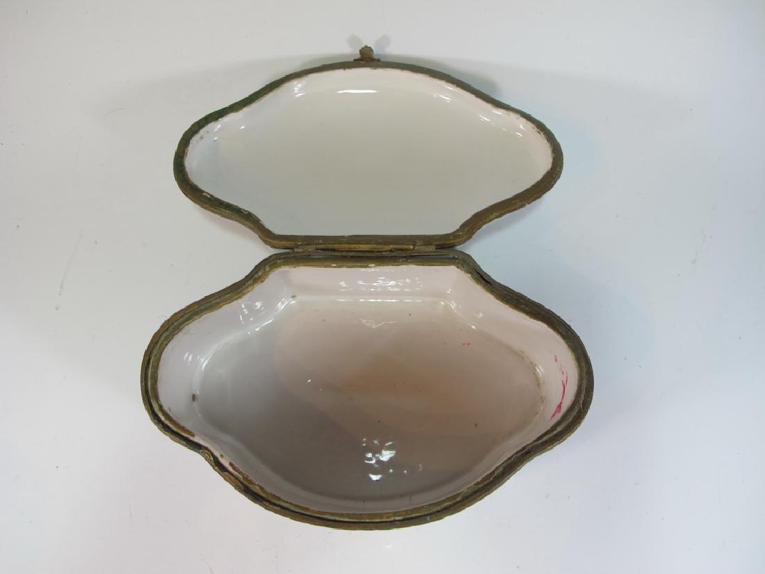Antique Limoges porcelain box - 4