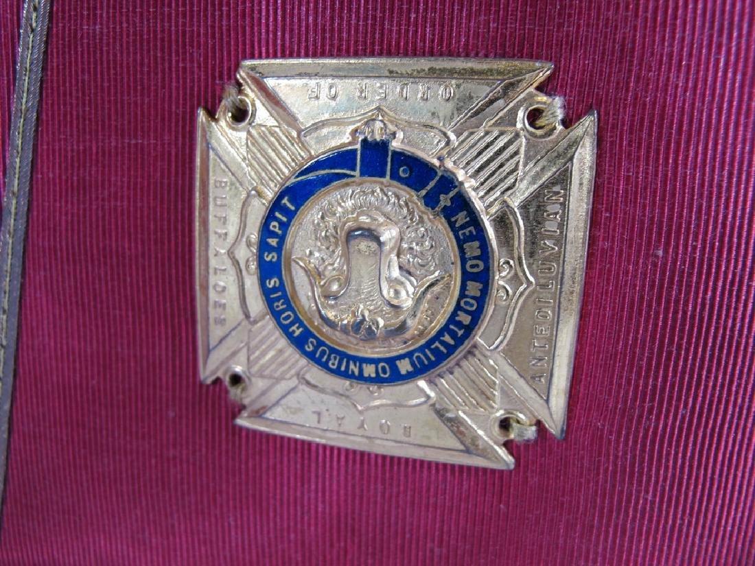 Pair of Masonic red cuff gauntlets - 3