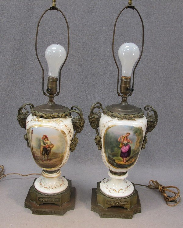 114: French pair of table lamps