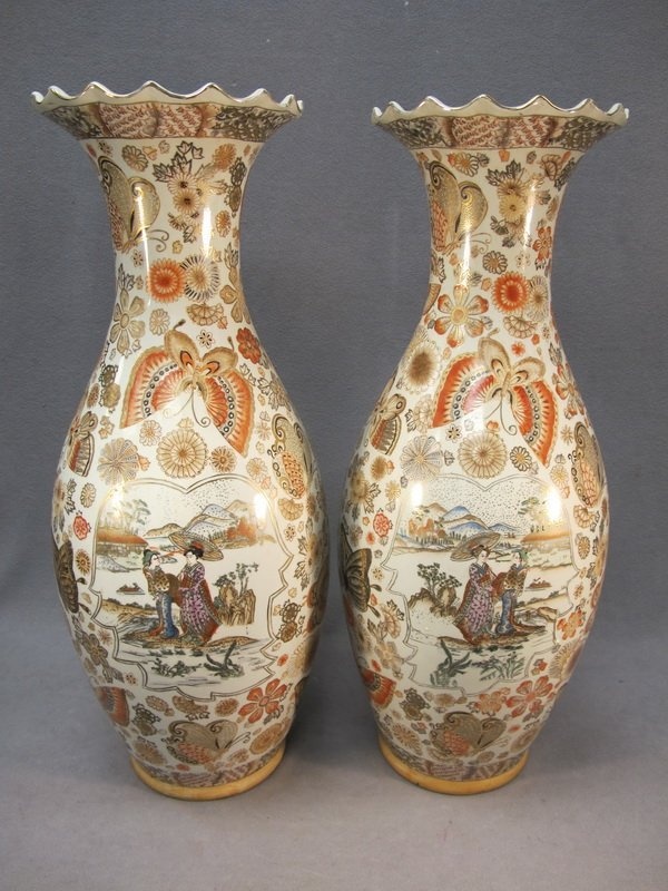188: Chinese pair of porcelain vases