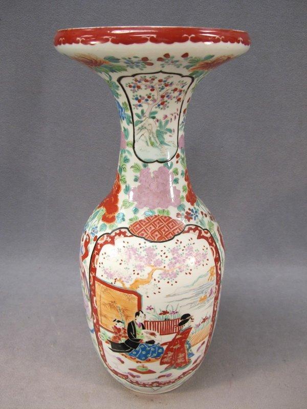 18: Chinese porcelain vase, signed