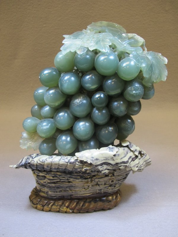Old Chinese Jade grapes sculpture
