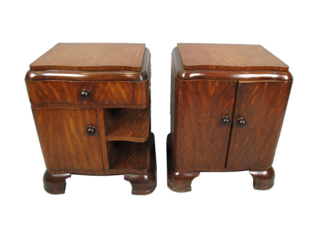 French Art Deco pair of nightstands
