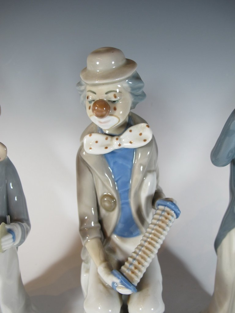 Casa Ades, Spain 3 porcelain clown statues - 3